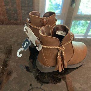 Brown size 5 toddler side zip booties